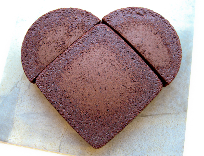 Heart Shaped Cake Pictures : How 2 Make A Heart Shaped Cake.   HOW2GIRL